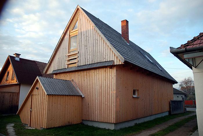 52 Miklós Köllö Reabilitarea și densificarea casei părintești