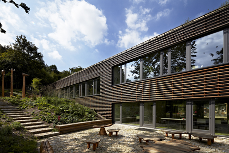 Projektil architekti -Sub grădina