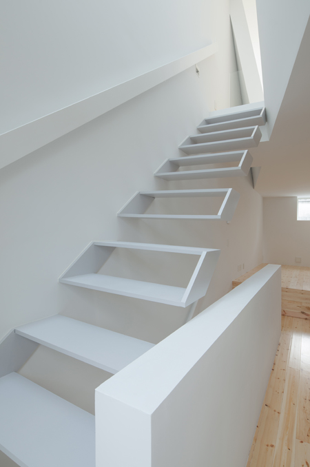 Kenji Ido Architectural Studio - Locuirea comprimata