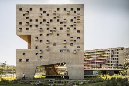 04.c. Facultatea de economie si afaceri - Univ. Diego Portales