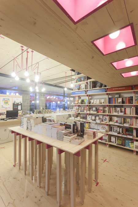 05. libraria humanitas din ploiesti -detaliu interior