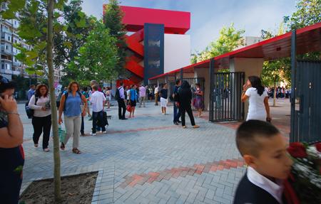 scoala 195 Titan - poarta de acces