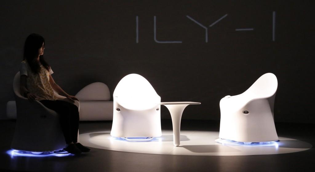 Legenda foto: Fotoliul ILY-I, design de Setsu & Shinobu Ito și realizat de AISIN