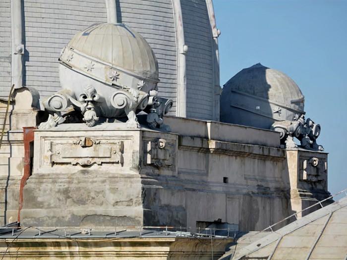 Muzeul National de Istorie - corp calea Victoriei - detaliu acoperis ornamente sferice