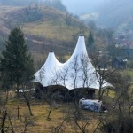 Articolul săptămânii: Despre adăpost, regăsire, și o acoperire provizorie a bisericii din Crivina de sus