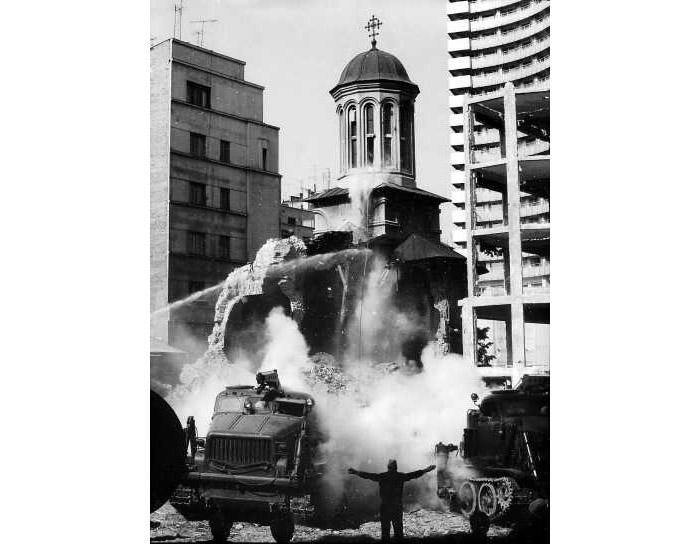 Biserica Ienei dupa cutremurul din 1977 _foto Dipl. Ing. Arh. Radu Stefanescu