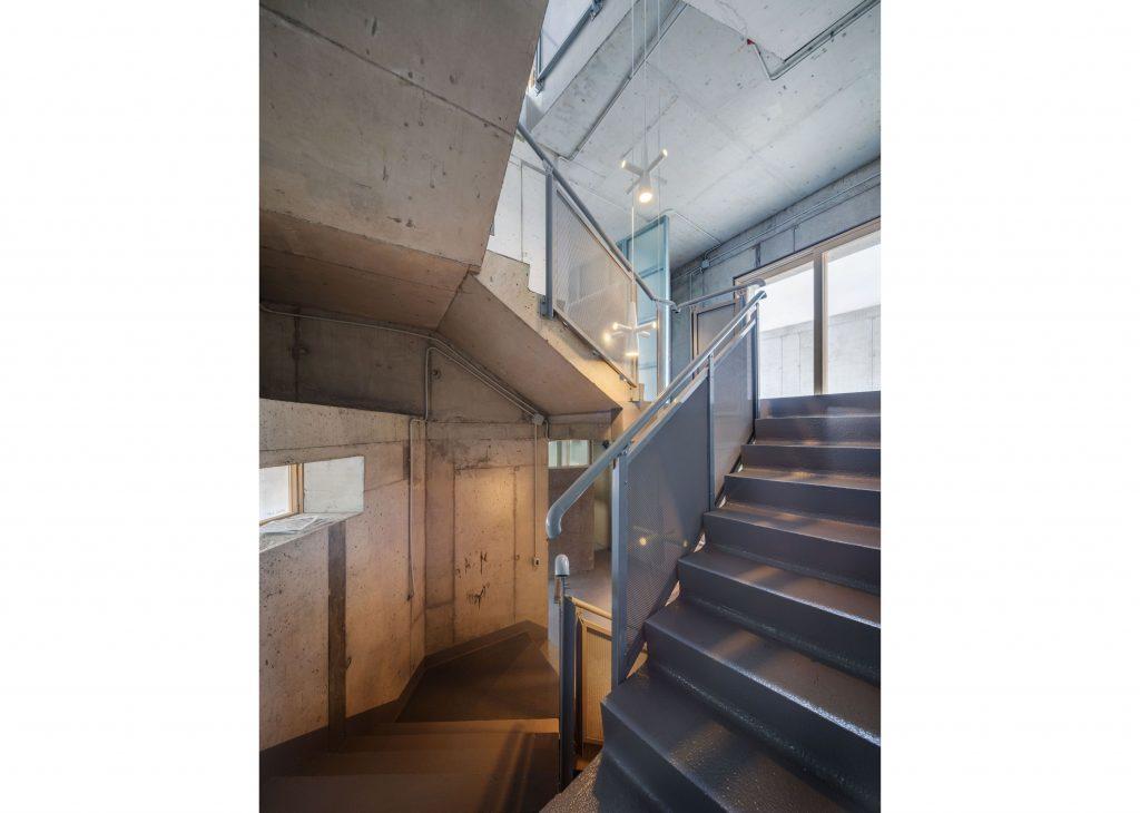 8_cosmindragomir_concretehouse_xl_059