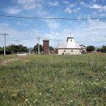 Articolul săptămânii: Abruptarhitectura: O biserică şi clopotniţa ei