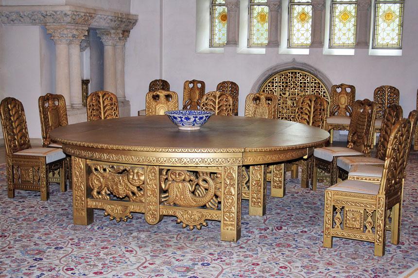masa-cu-24-de-scaune-in-stil-celtic-si-bizantini-cotroceni