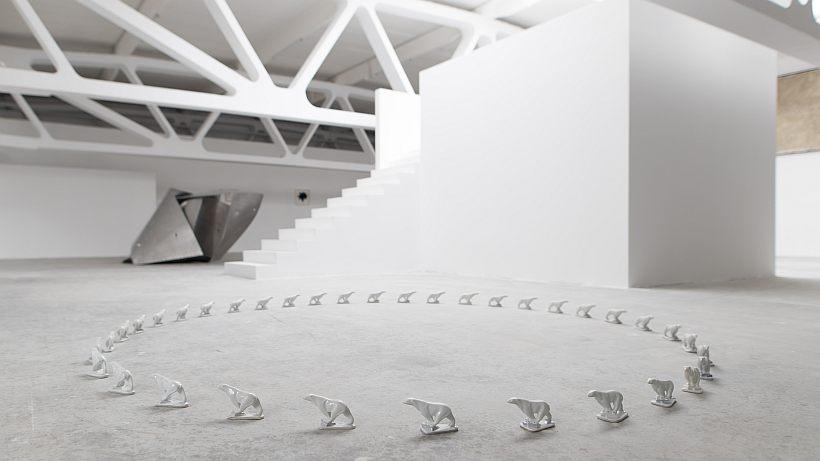 """""""Sensul sculpturii"""". Obiecte, spații, pedagogie la Kunsthalle Bega - în Timișoara și București"""